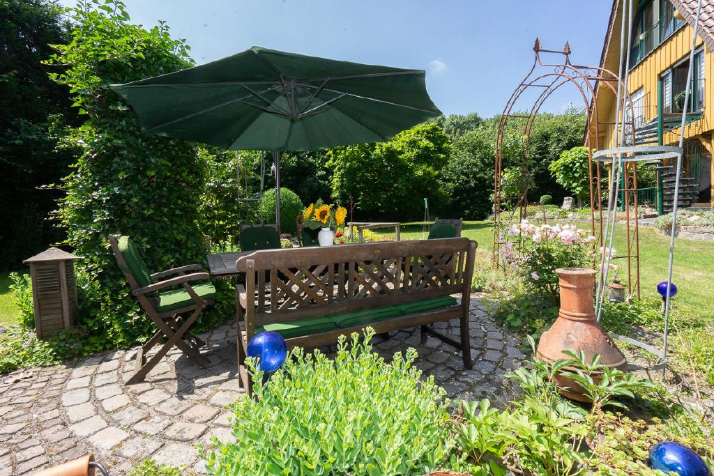 Borken-Burlo – Mehrgenerationenhaus oder Wohnen und Arbeiten auf 1.421 m² parkähnlichem Grundstück!