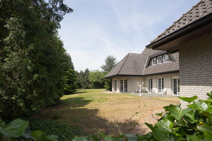 Wohnen in einer Villa mit parkähnlichem Grundstück.