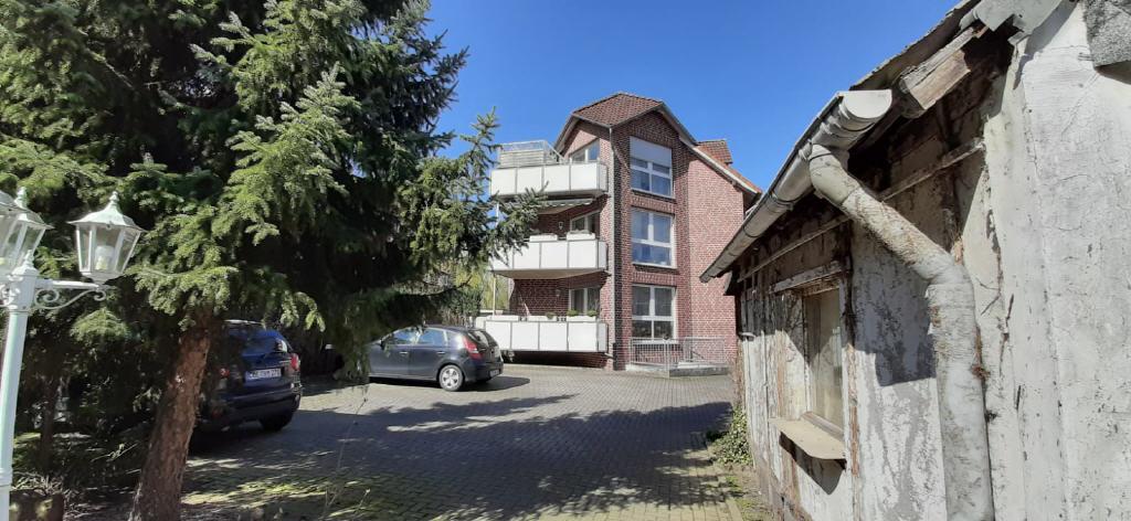 DÜLMEN – Die zwei Seiten einer Medaille: Zwei Häuser mit acht vermieteten Wohneinheiten in ruhiger Wohnlage (= 4,15% Bruttorendite)