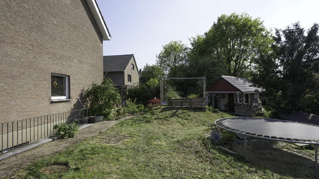 Teilsaniertes Einfamilienhaus auf großem Erbpachtgrundstück in Borken