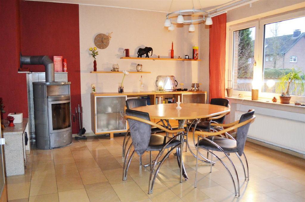 PREISREDUZIERUNG! Großes, teilsaniertes Einfamilienhaus auf großem Erbbaugrundstück in Borken